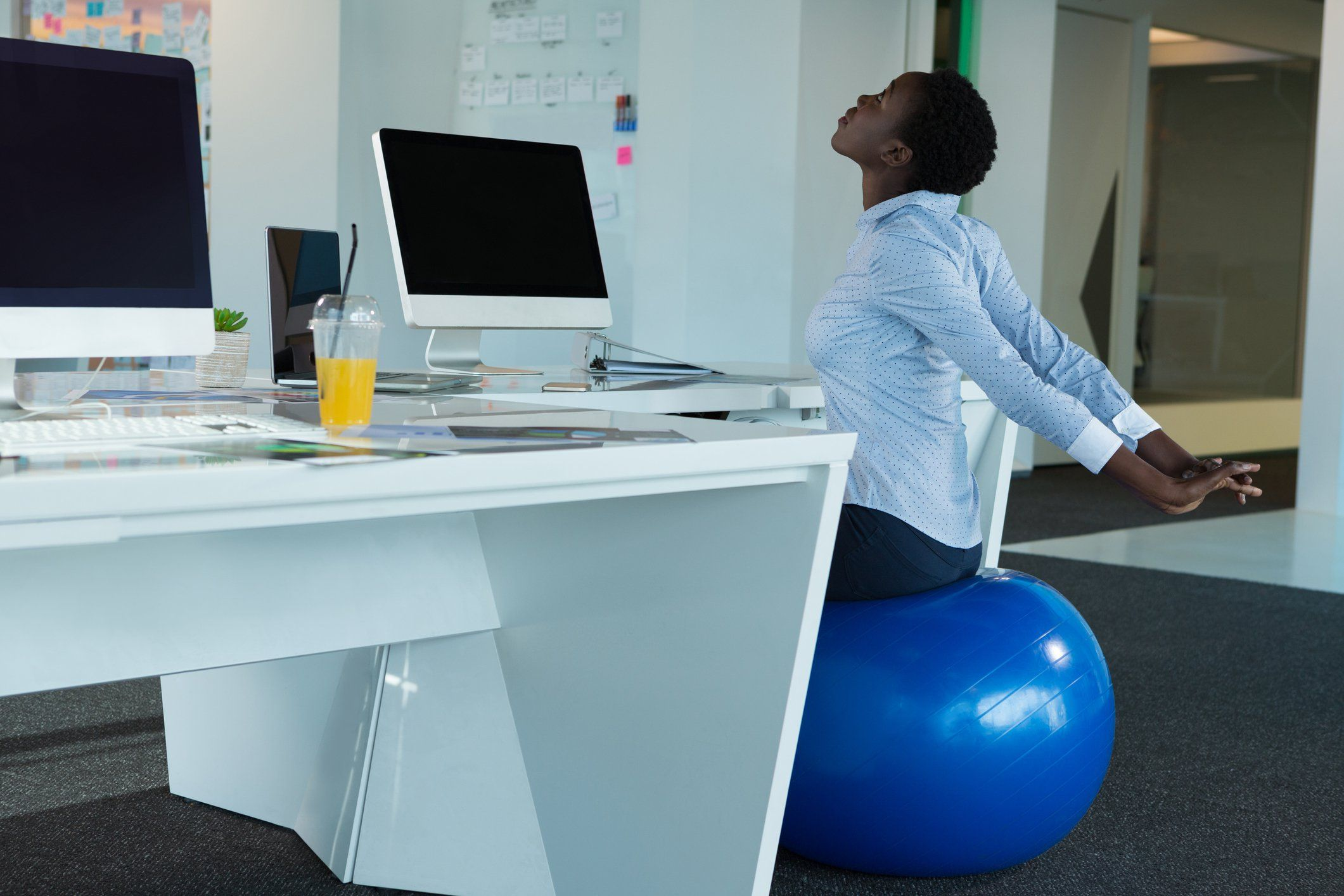 4 Benefits of Sitting on a Stability Ball at Work