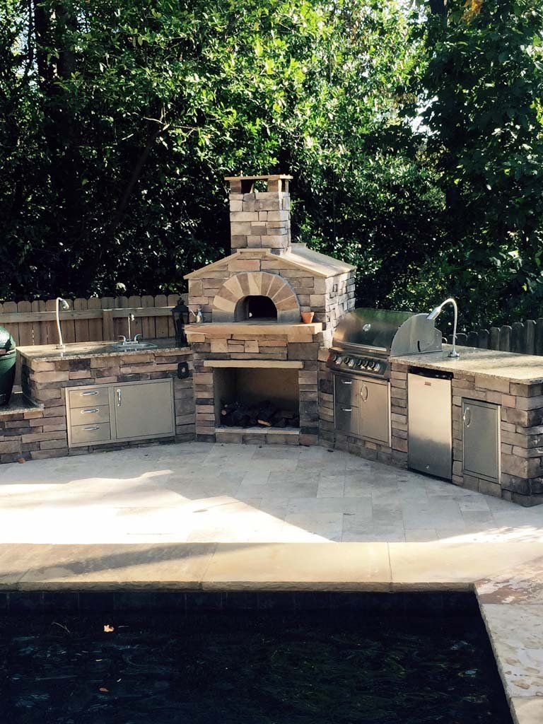 Outdoor kitchen with a wood fired pizza oven outdoor - Outdoor kitchen pizza oven design ...