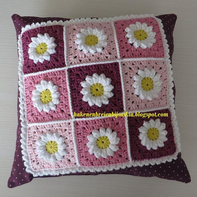 Ravelry: Daisy Square Cushion pattern by Saskia Tauladan   crochet ...