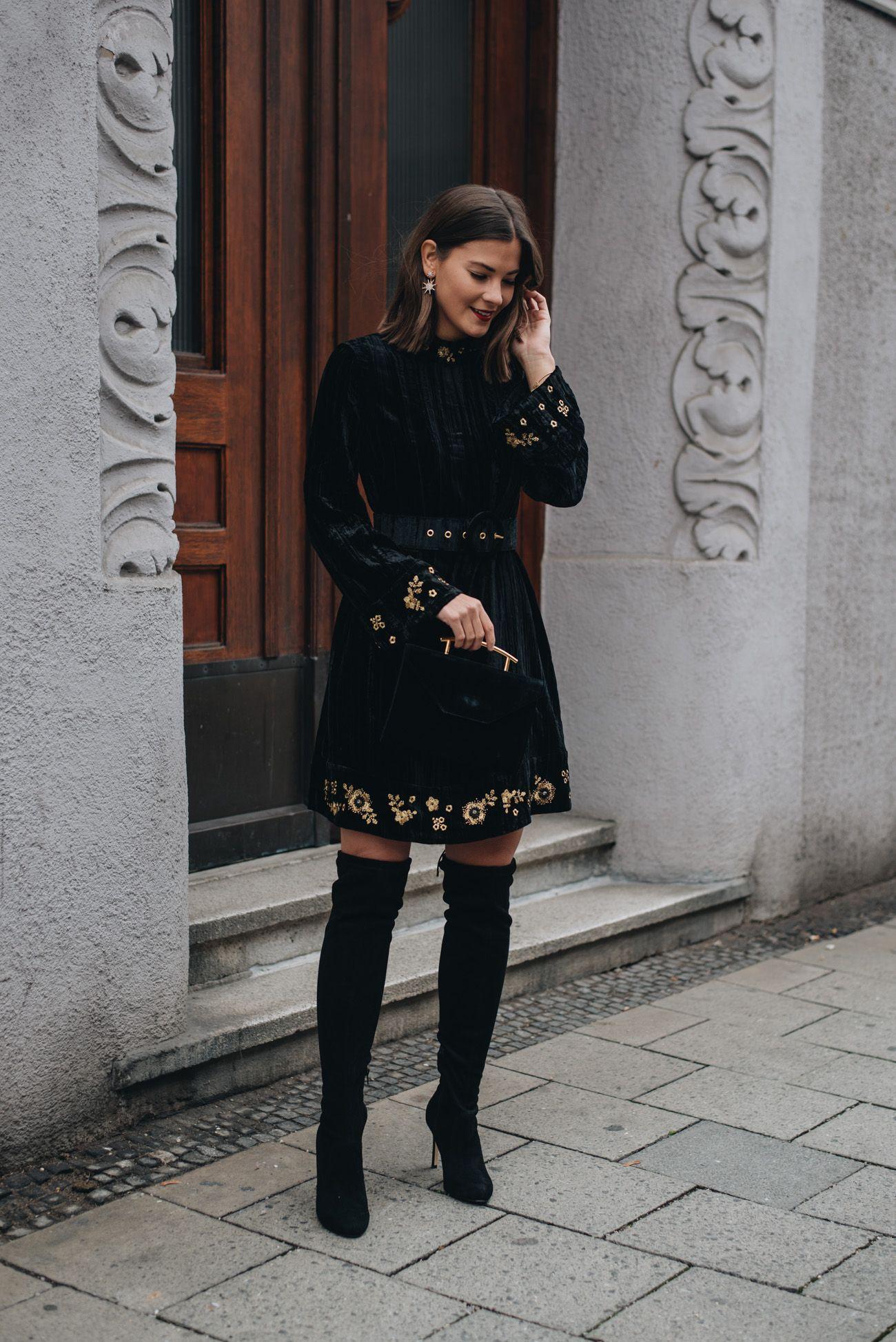 Silvester Outfit mit Samtkleid, Overknees & Samt Clutch (+10