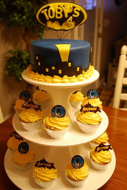 Batman Cake And Cupcakes Superhero Batman Party Book Cakes