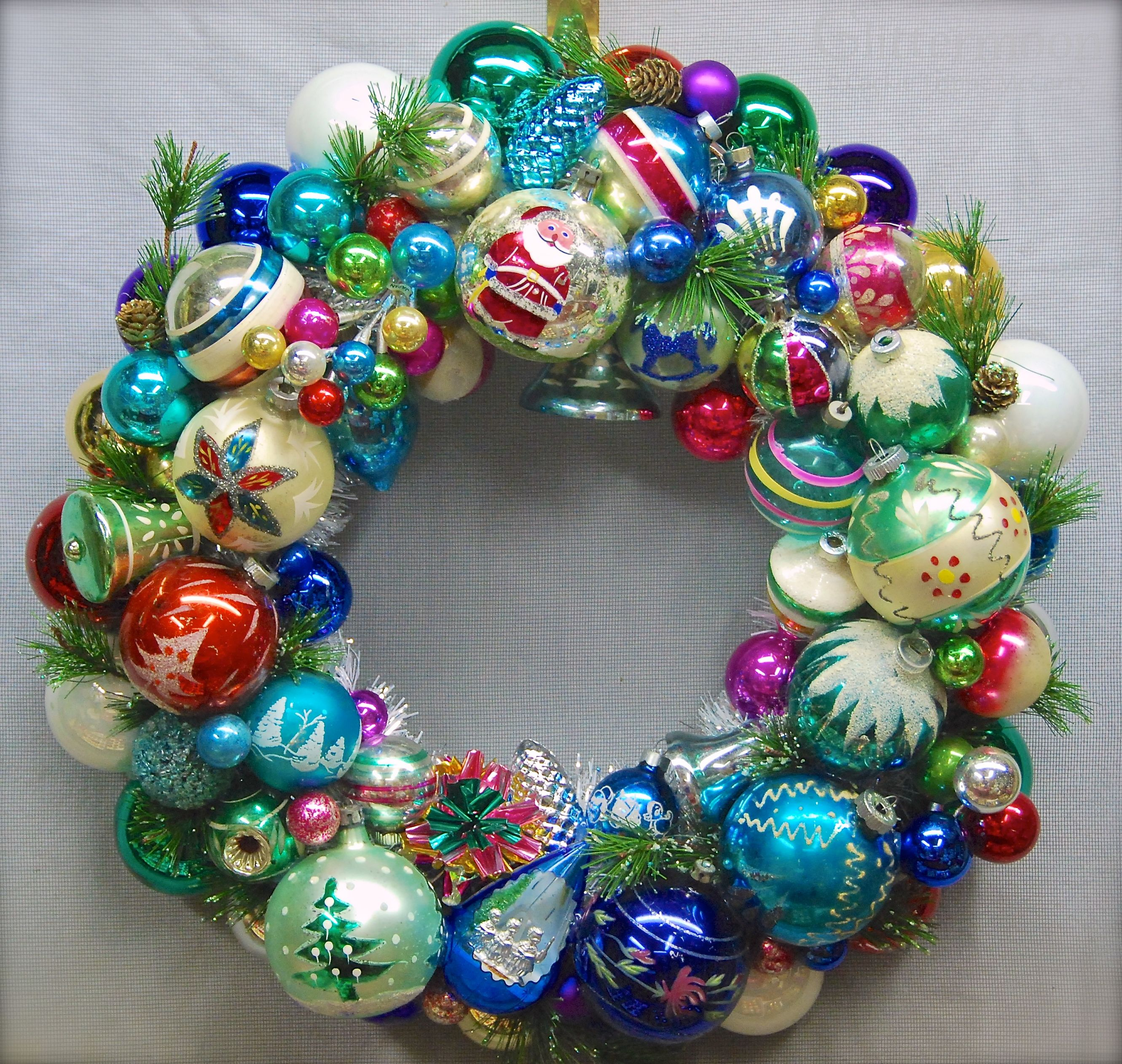 Old Fashioned Christmas Decorations old-fashioned-christmas-wreath-c2a9glittermoon-productions-llc