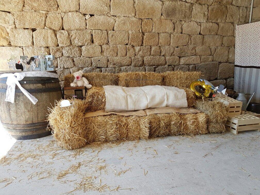le canap en bottes de pailles pour le coin photobooth mariage d inspiration nature champ tre. Black Bedroom Furniture Sets. Home Design Ideas