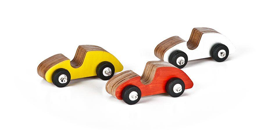 Studio17 - Lekehus og lekebiler i bjørkefinér