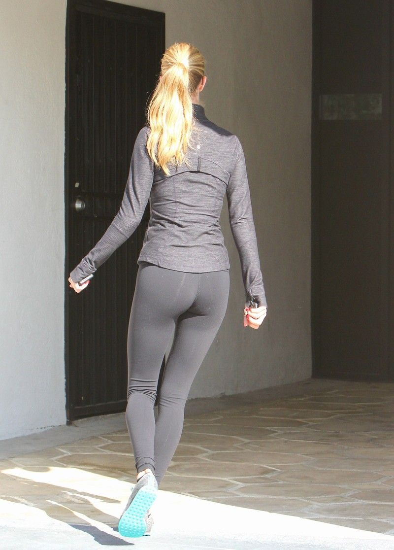 Rosie Huntington Hits The Gym In Her Revealing Skin Tight Trouser ...