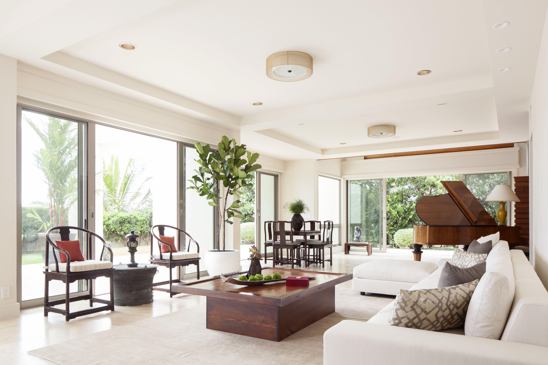 Stylish modern living room with a oriental touch. Honolulu, Hawaii ...