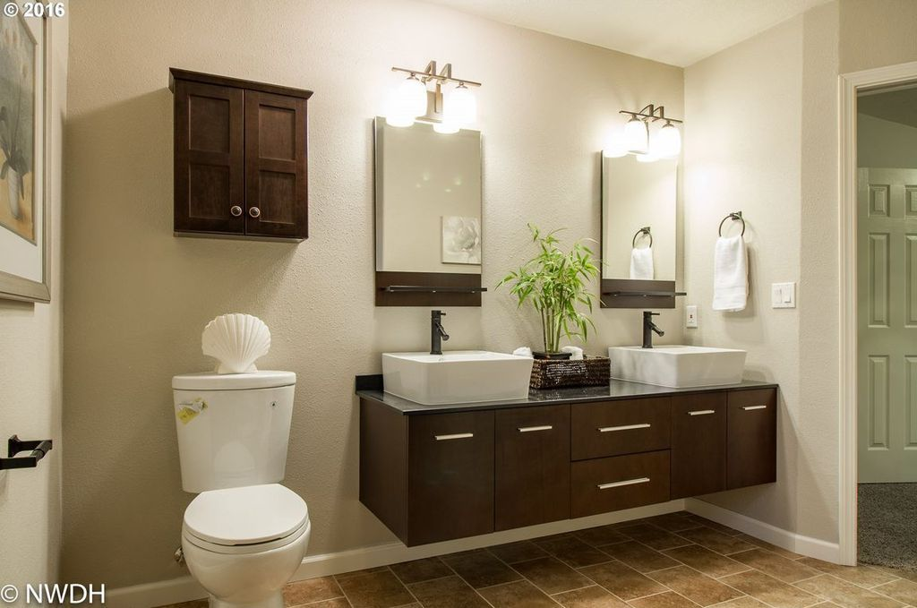 view this great contemporary master bathroom with slate vessel sink in eugene or the home was built in 2003 and is 2329 square feet