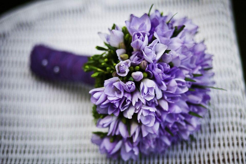 Kolor Przewodni Slubu I Wesela 2018 To Jest Modne Blog Slubny Slubi Pl Inexpensive Wedding Gifts Wedding Flowers Flowers
