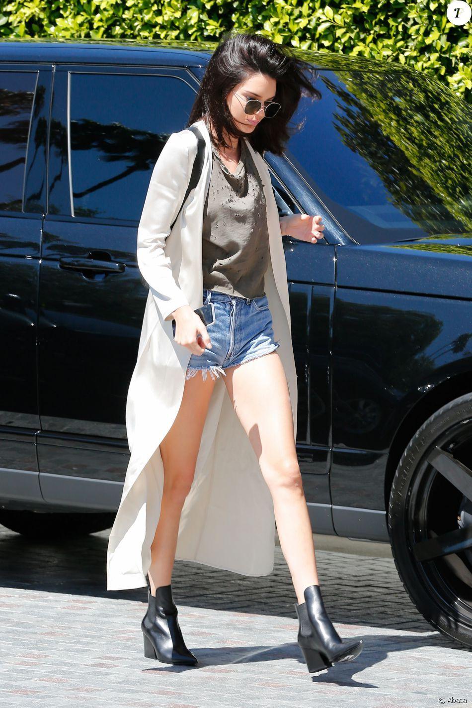 faire les courses pour recherche d'officiel acheter PHOTOS - Kendall Jenner surprise à Beverly Hills, habillée d ...