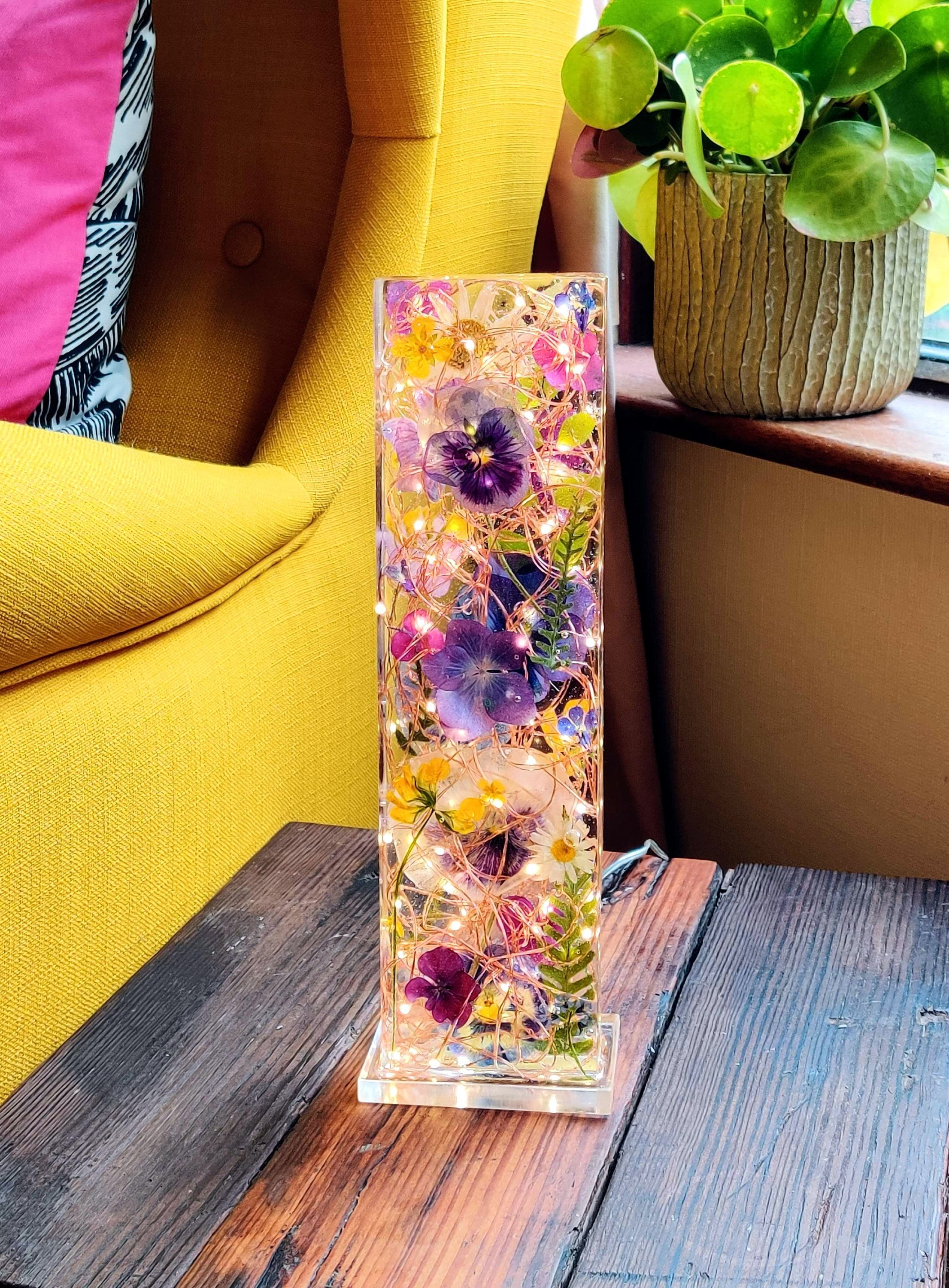Flowers And Resin Light Sculpture One Of A Kind Etsy Flower Resin Jewelry Resin Diy Diy Resin Crafts