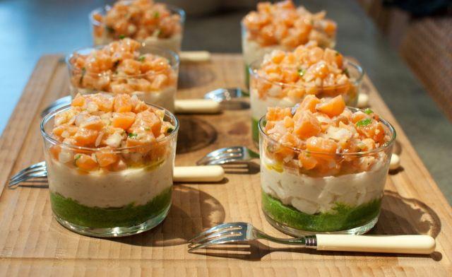 Tartare de saumon sur mousses potagères