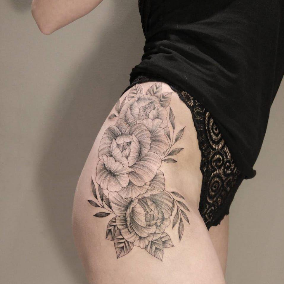 Awesome flower tattoo on the hip juliamikhaylova blackwork