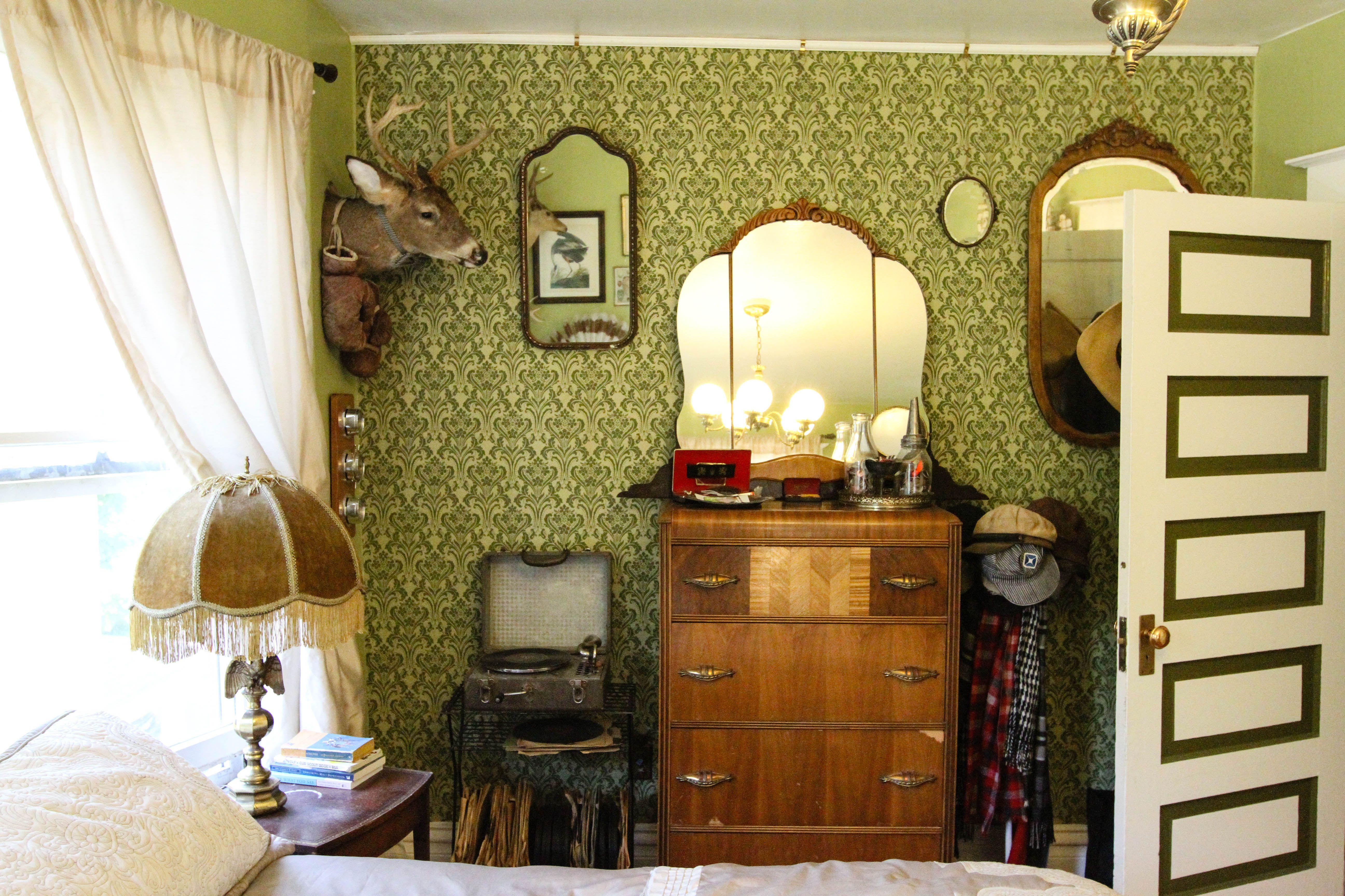Joe's Victorian 'Owl House' Home, Vintage apartment