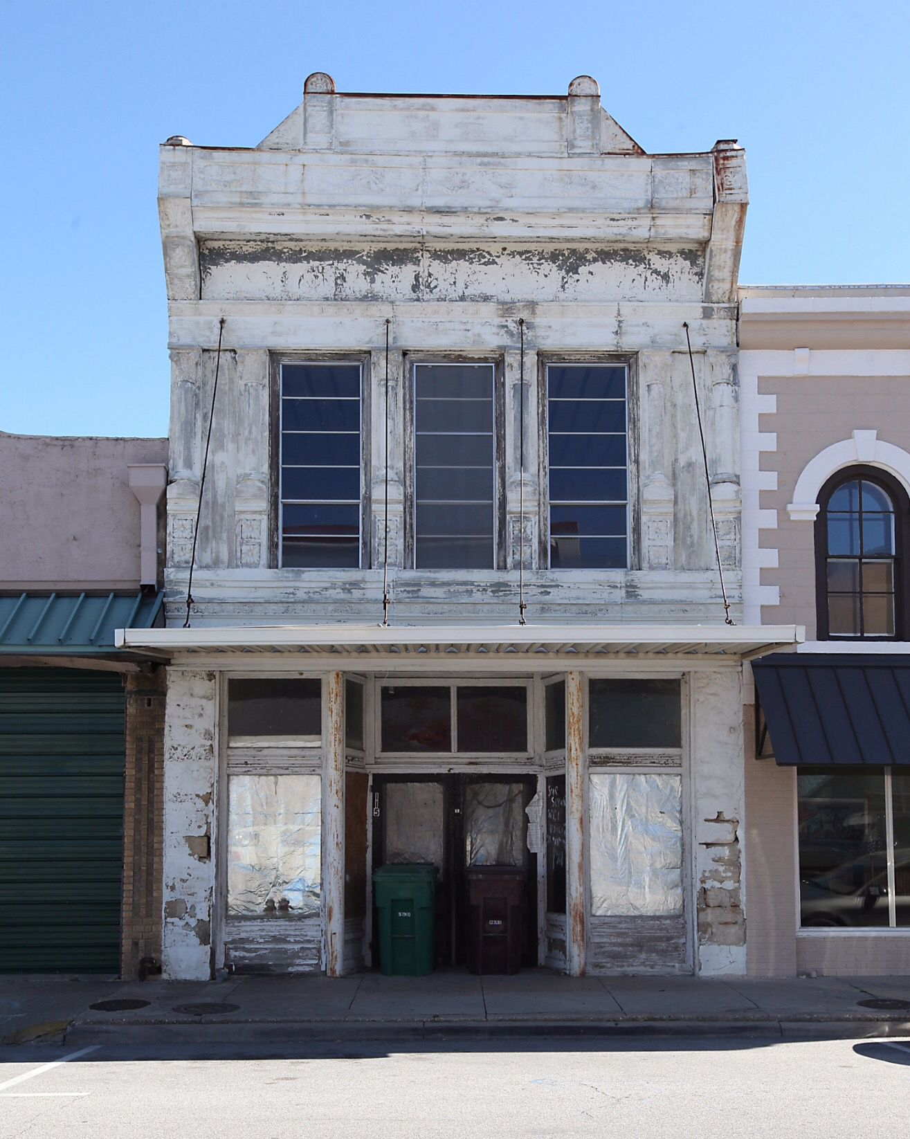 Historic building in downtown Belton, Texas  #Tirzah