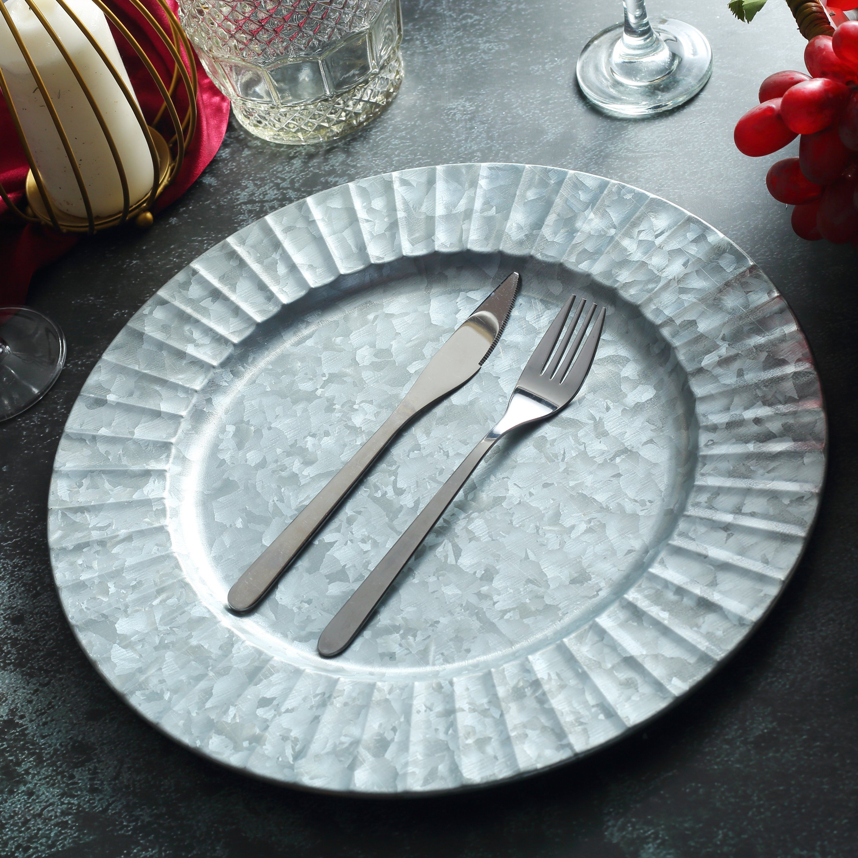 A Simple Summer Table Setup In Scandinavian Style In 2020 Charger Plates Traditional Dinnerware Galvanized Metal