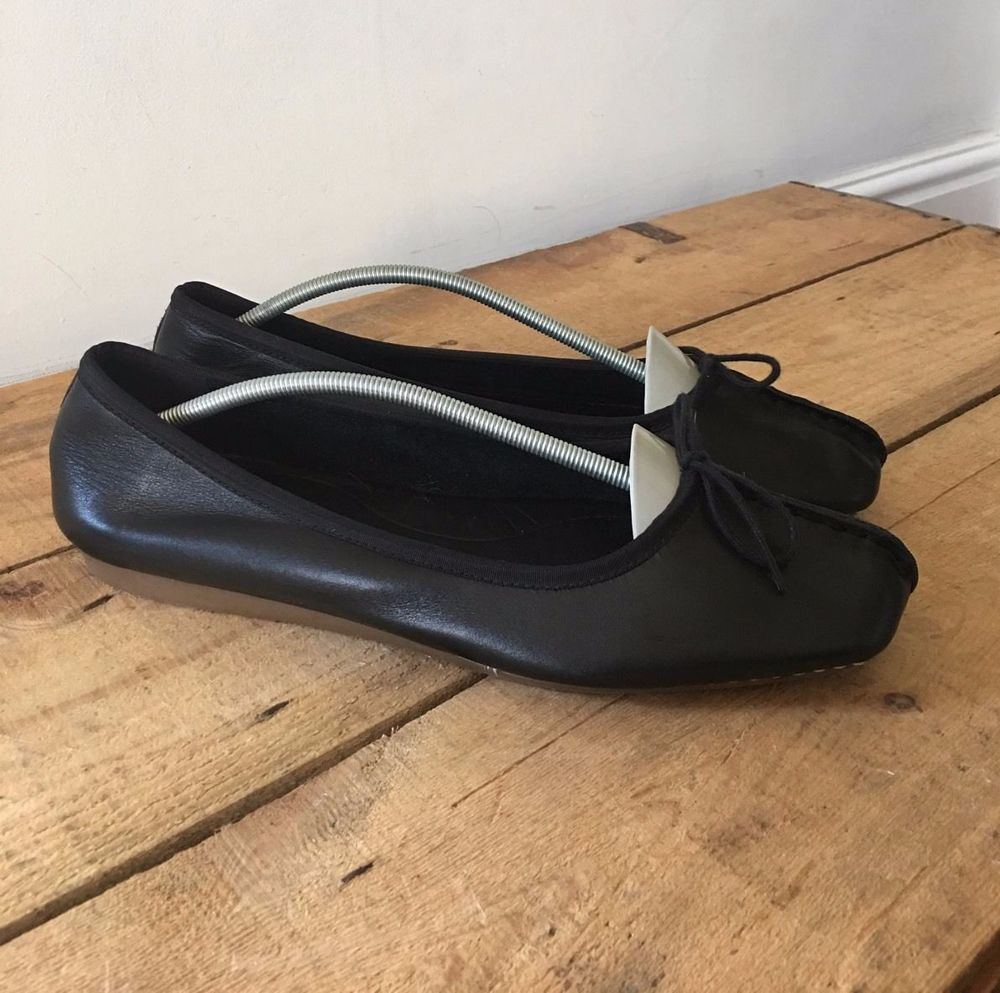 a92a8478f0a UK SIZE 9 WOMENS CLARKS ARTISAN BLACK LEATHER BALLET PUMPS BOW DETAIL TV