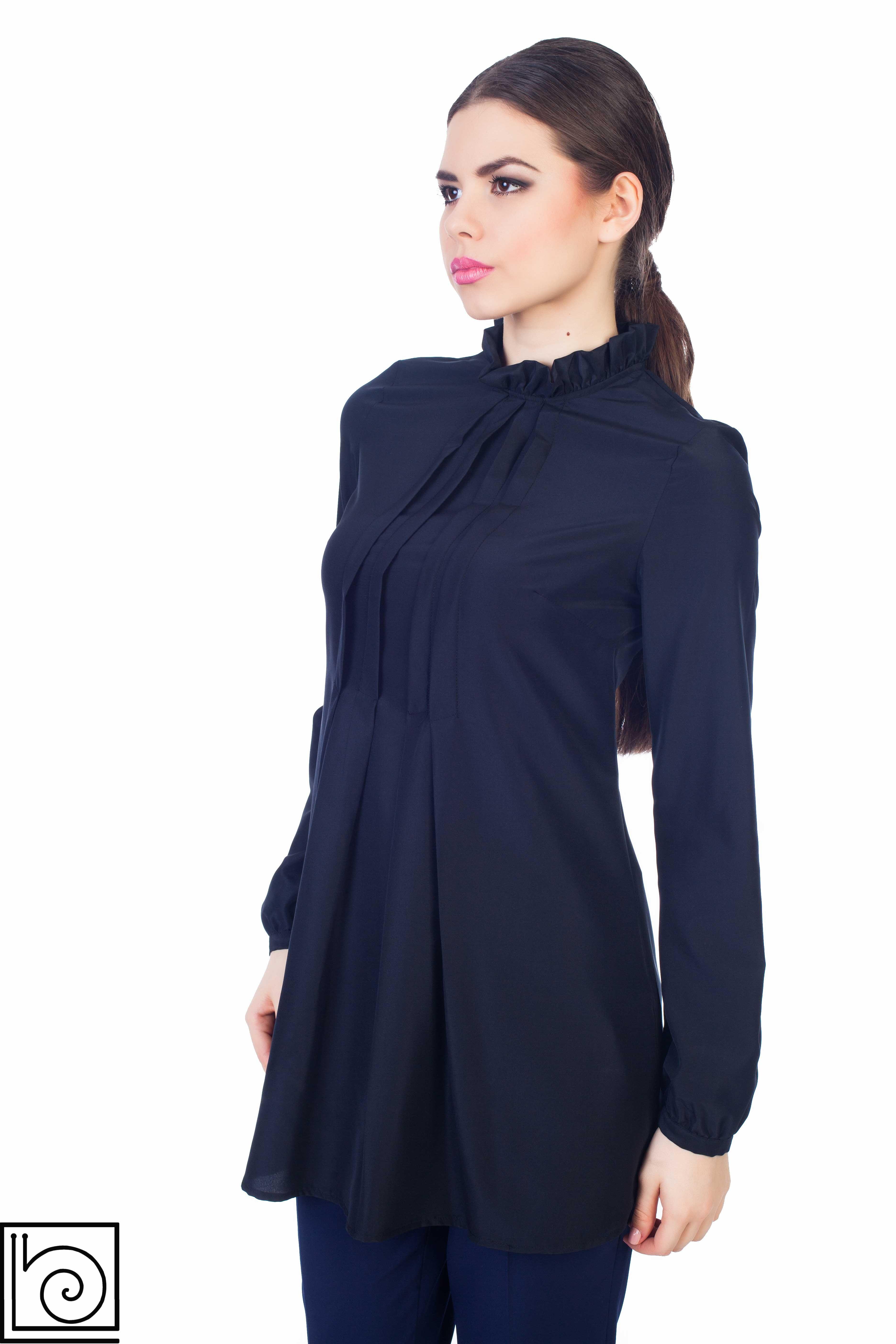 Блузка черная нарядная, удлиненная, на воротнике оборка, Складки спереди, рукав  длинный. ec63572ae1e