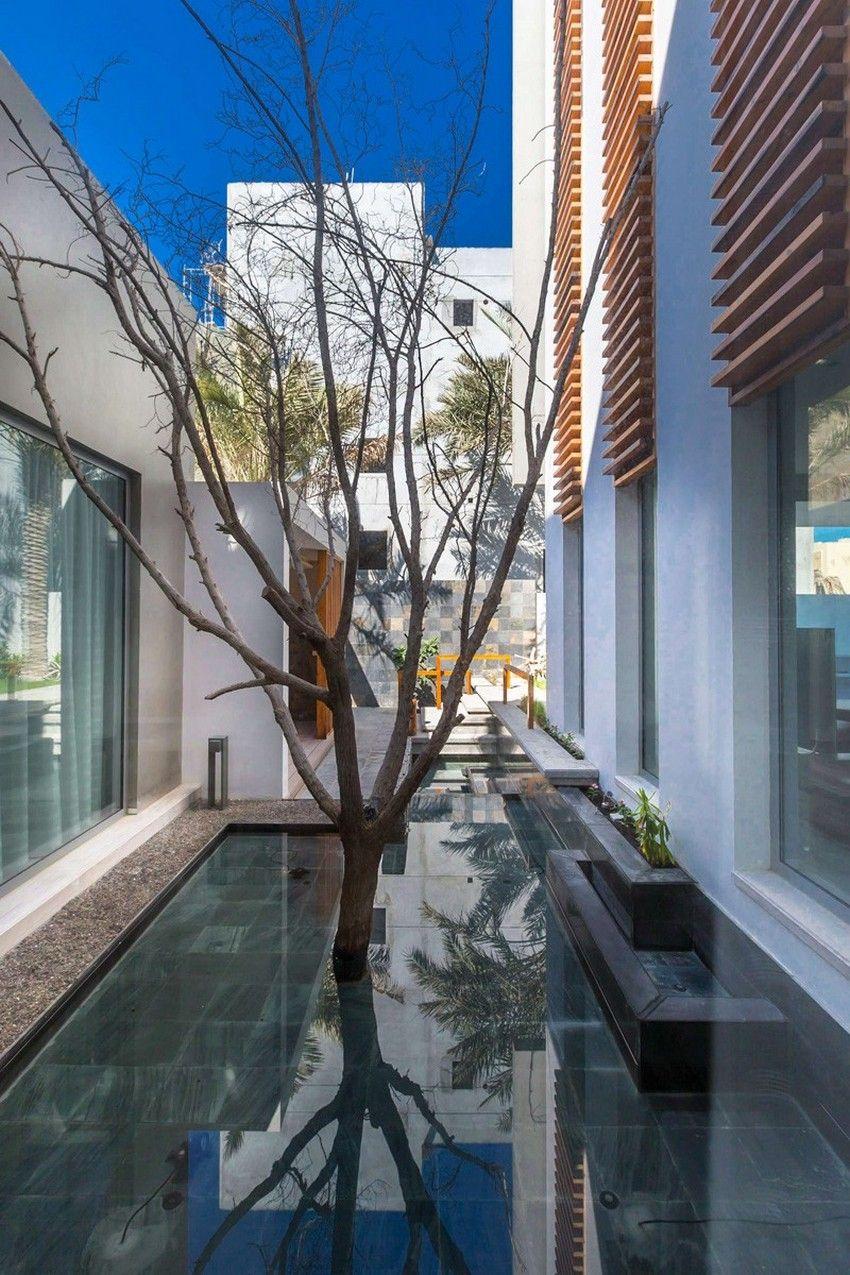 Planos de casa de tres pisos moderna, fachada con volúmenes ...