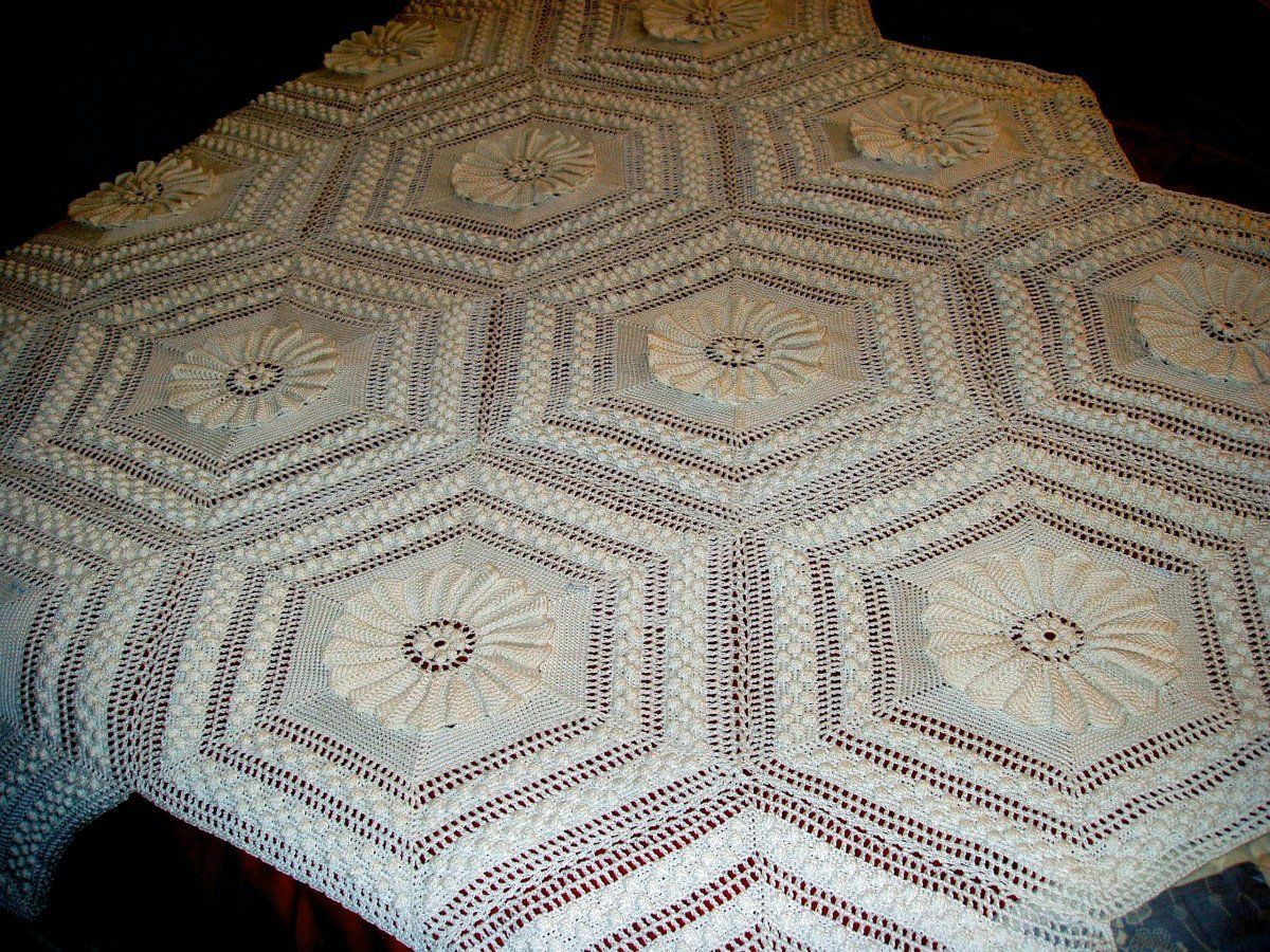 Free crochet pattern bedspread square 4 from the smaller free crochet pattern bedspread square 4 from the smaller dt1010fo