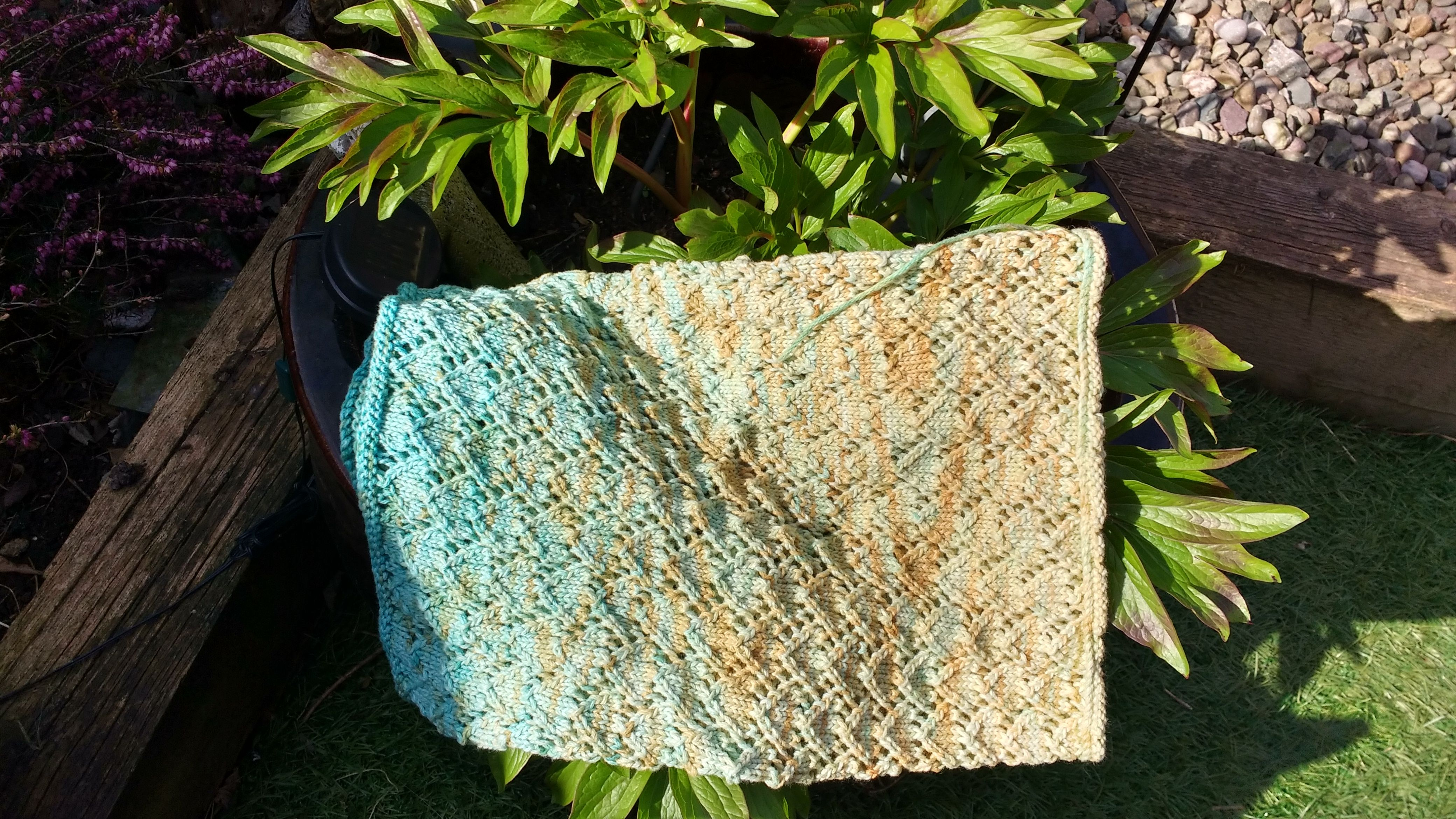 Hand dyed 8/28 cashmere-cotton and worked into a beautiful cowl
