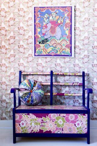 Retro Villa sælger alt fra puder syet af originale vintage stoffer mikset med liberty stoffer til børnemøbler og sengetæpper.