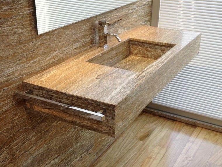 lavabo y pared de travertino en el bao
