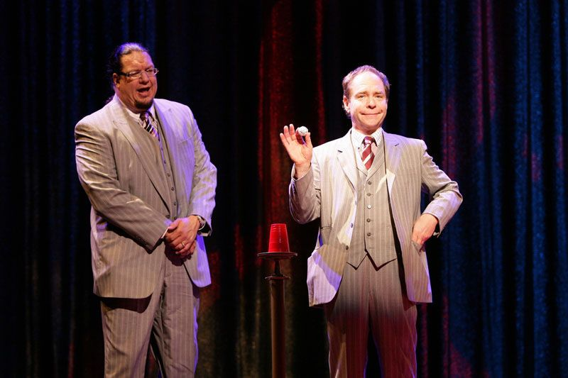 Penn Teller Comedy Duo Performing At The Rio Las Vegas Reserve Your Las Vegas Show Today Las Vegas Shows Vegas Shows Las Vegas