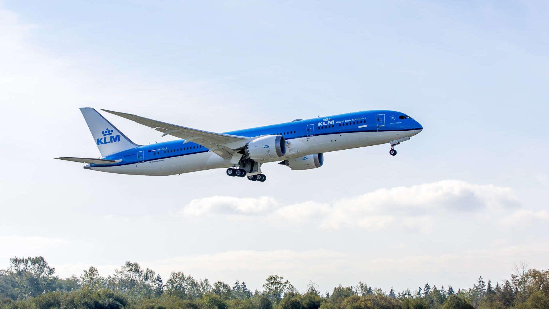 Assembling the Boeing 787 Dreamliner Boeing 787 dreamliner