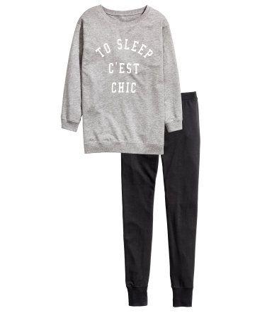Pajamas with oversized sweatshirt and jersey leggings. Sweatshirt with long  sleeves 39c8c039e08