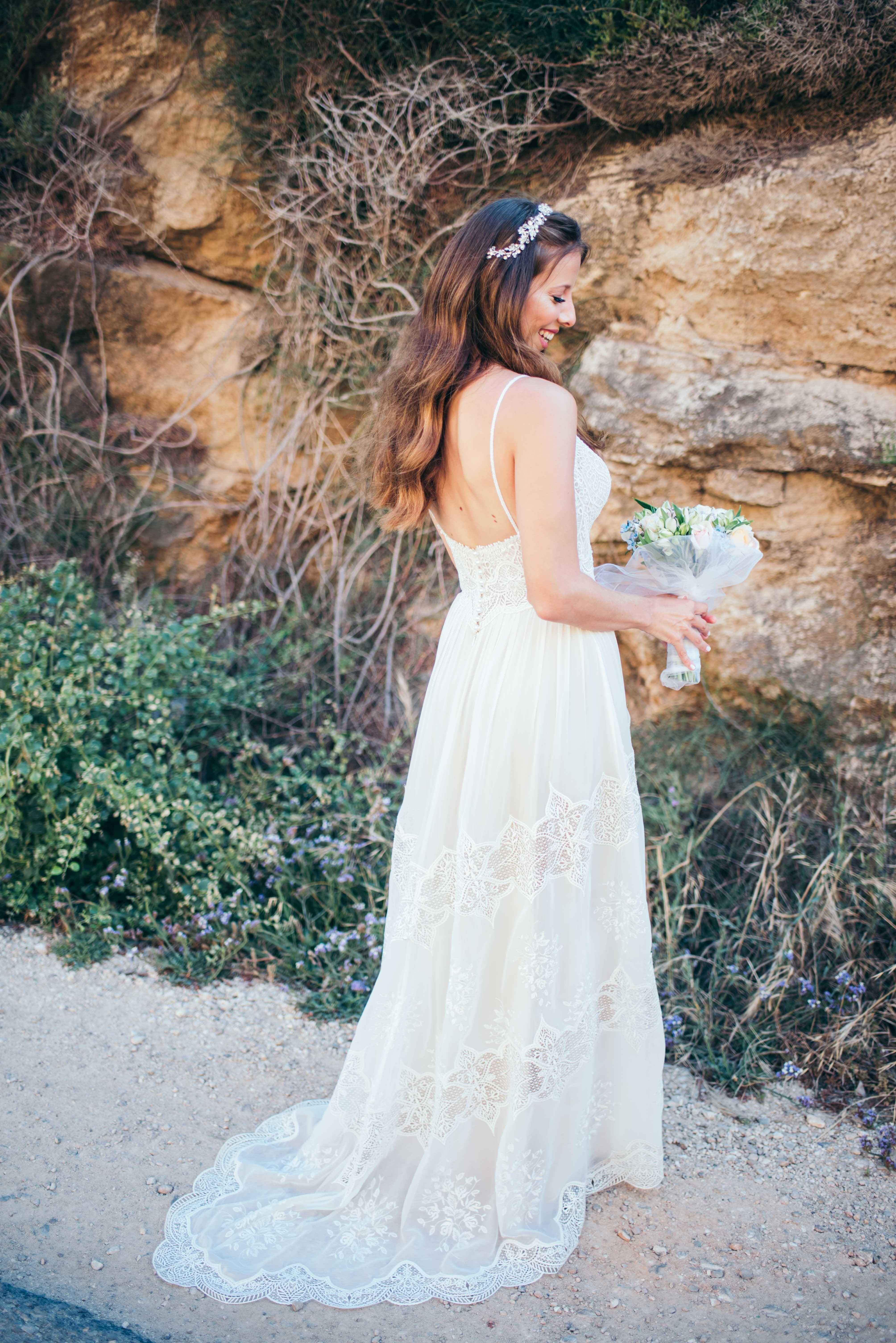 Bohochic wedding dress lace flora flora bridal open back