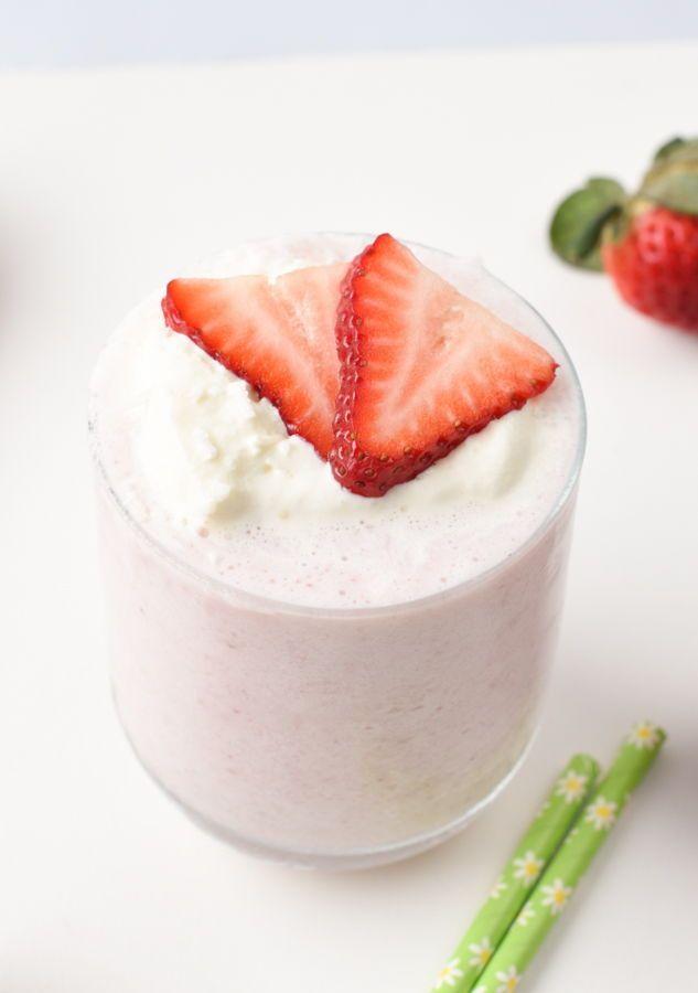 Keto strawberry smoothie with almond milk - Sweetashoney in 2020 ...