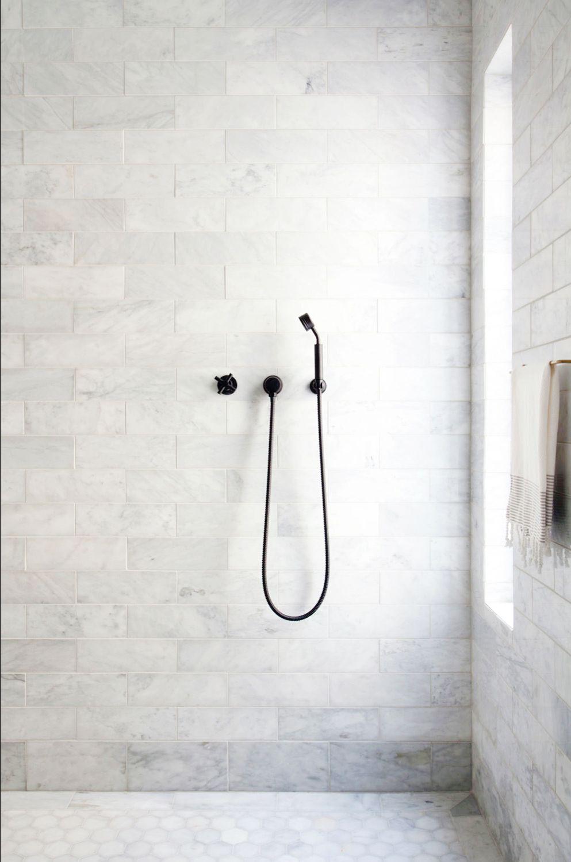 minimalistische marmeren douche trend marble madness