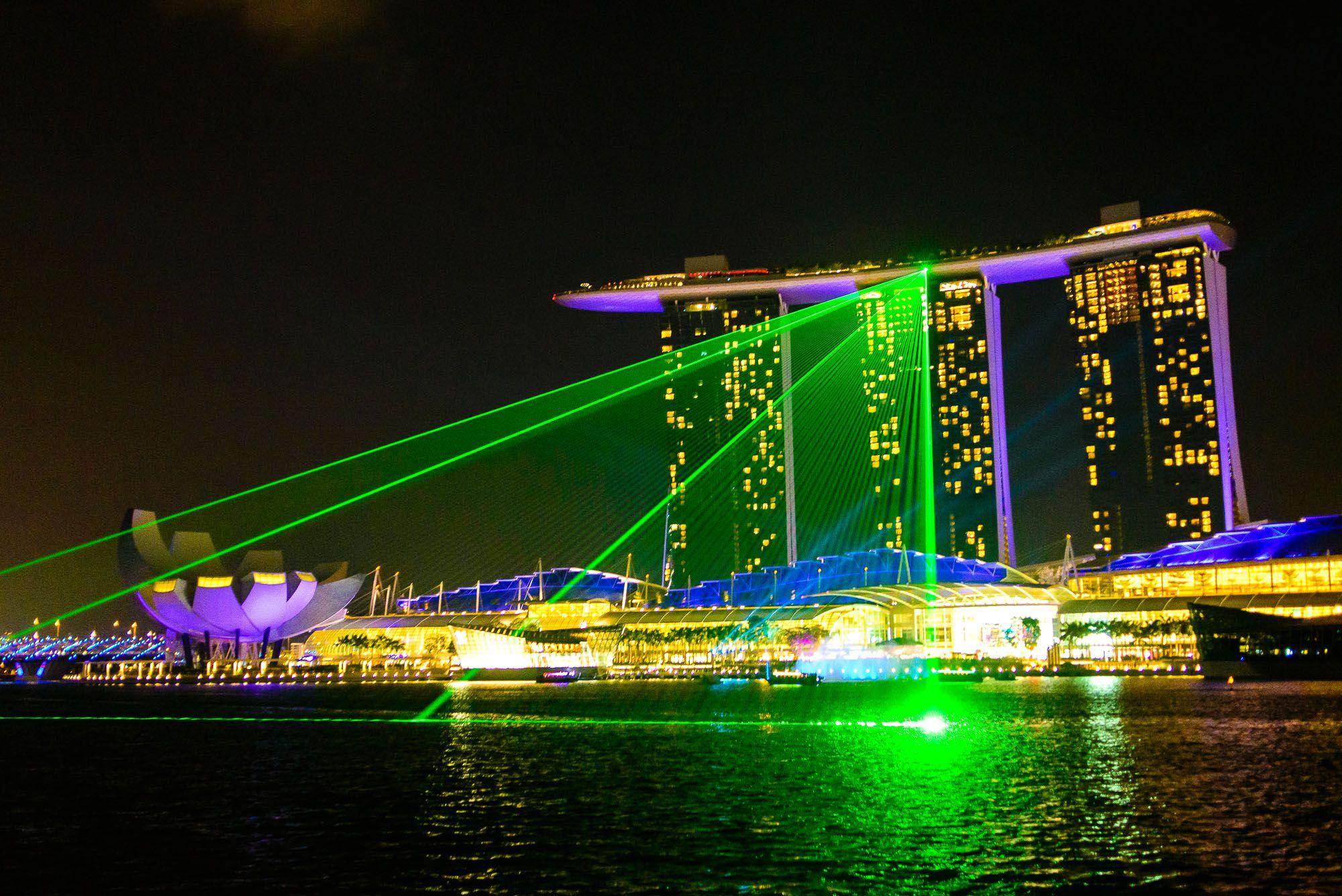 marina bay sands skyscraper in singapore thousand wonders