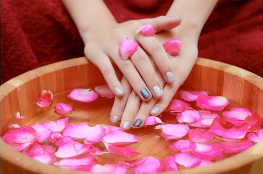acqua di rose mani screpolate