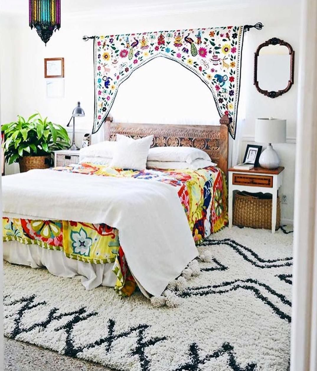 We're loving this cool, colorful bedroom—including the ...
