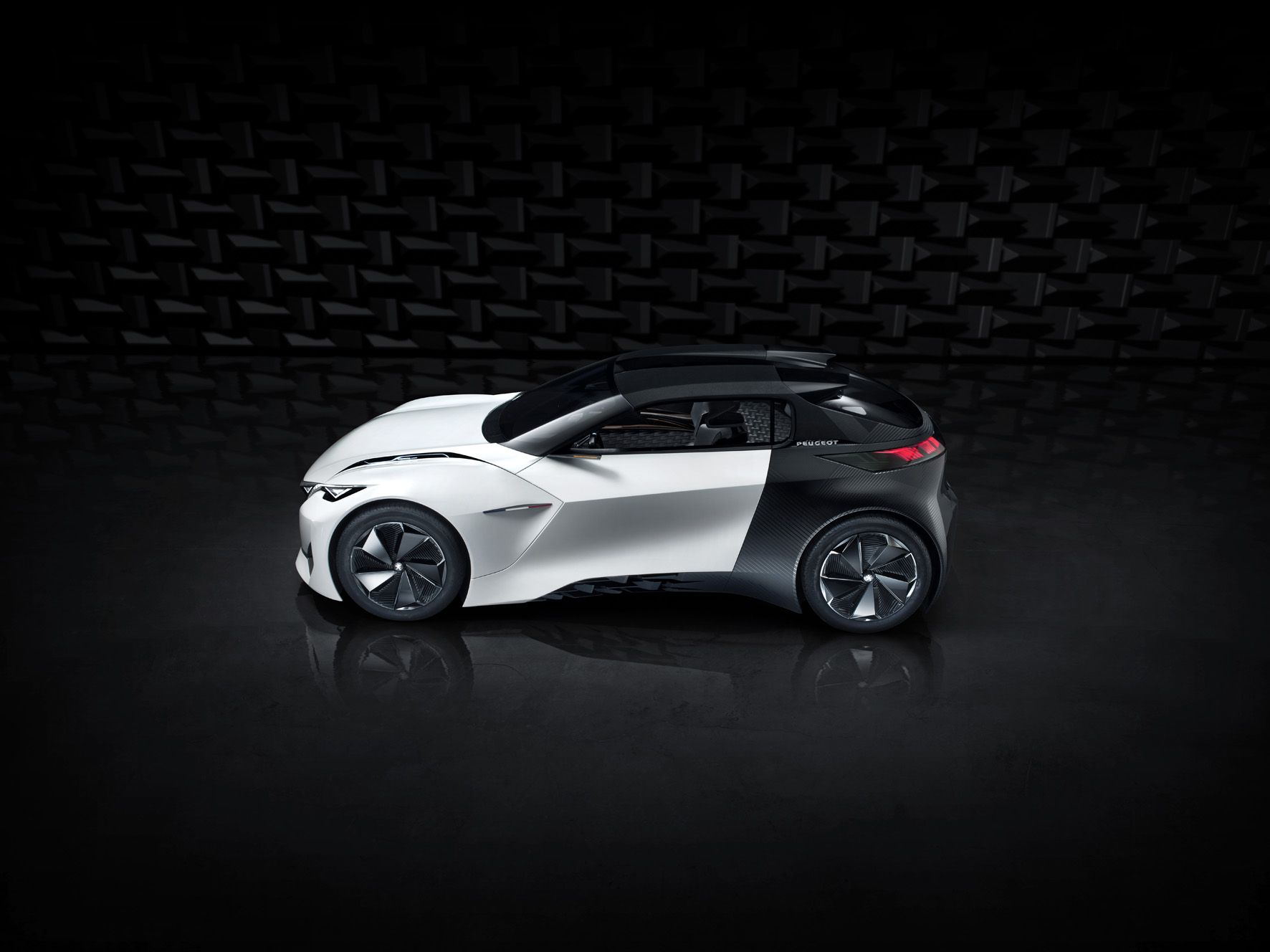 The Peugeot Fractal's styling also embodies the car's ease