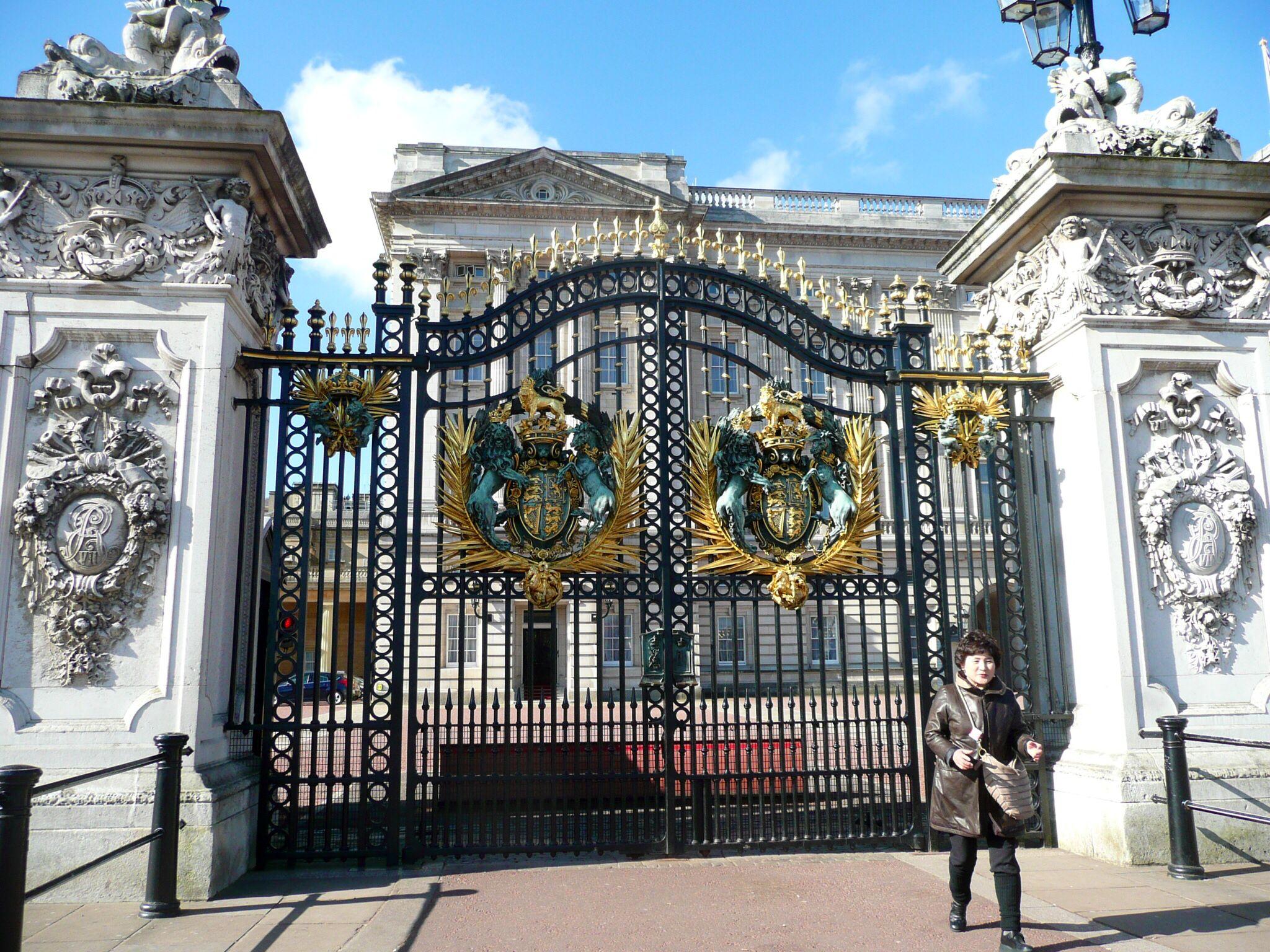 Buckingham Palace Gates With Images Main Gate Design Gate