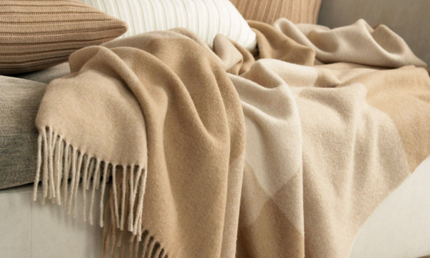 Dubai Camel Throws The Throw Blankets Rugs For