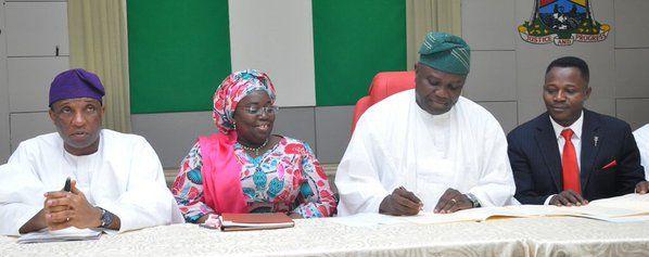 EkpoEsito.Com : Y2016 Appropriation Bill: Lagos Gov. Ambode signs ...