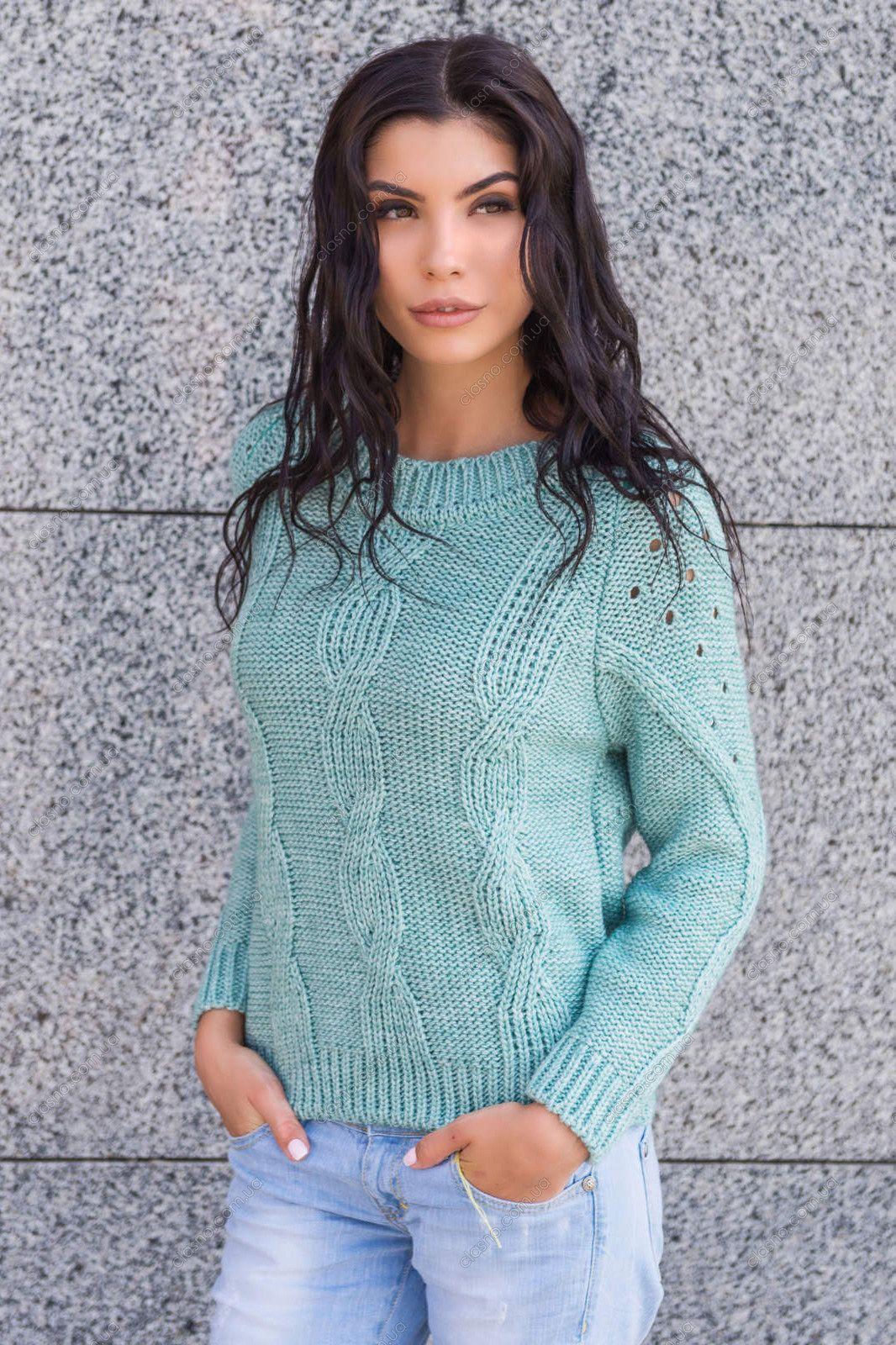 f173a4689a2c Вязаный женский свитер (121 фото) 2017: крупной вязки, модели ...