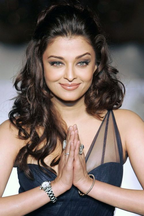 22 Hairstyles For Curly Haired Indian Women Hairstyle Monkey Stylish Hair Beauty Aishwarya Rai Makeup