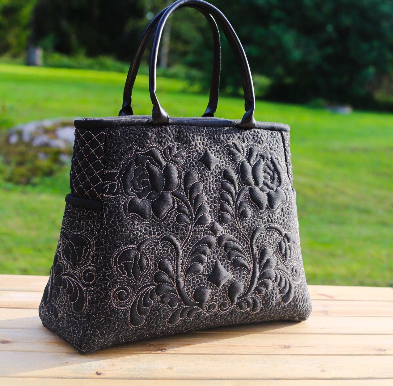 """Quilt hand bag / Стеганая сумочка """"Волшебная ночь"""" — работа дня на Ярмарке Мастеров. Узнать цену и купить: http://www.livemaster.ru/fleurdor  #handmade #design #art #fashion #style #beautiful #livemaster #ярмаркамастеров #ручнаяработа #рукоделие #хендмейд #творчество #дизайн #сумка"""