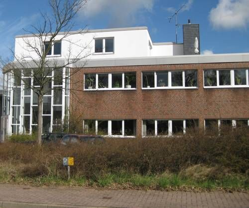 Rooftop Apartment Norderstedt Located 4 1 Km From Trib Hne Norderstedt In Norderstedt This Apartment Features Free Wifi And A House Styles Mansions Water Park
