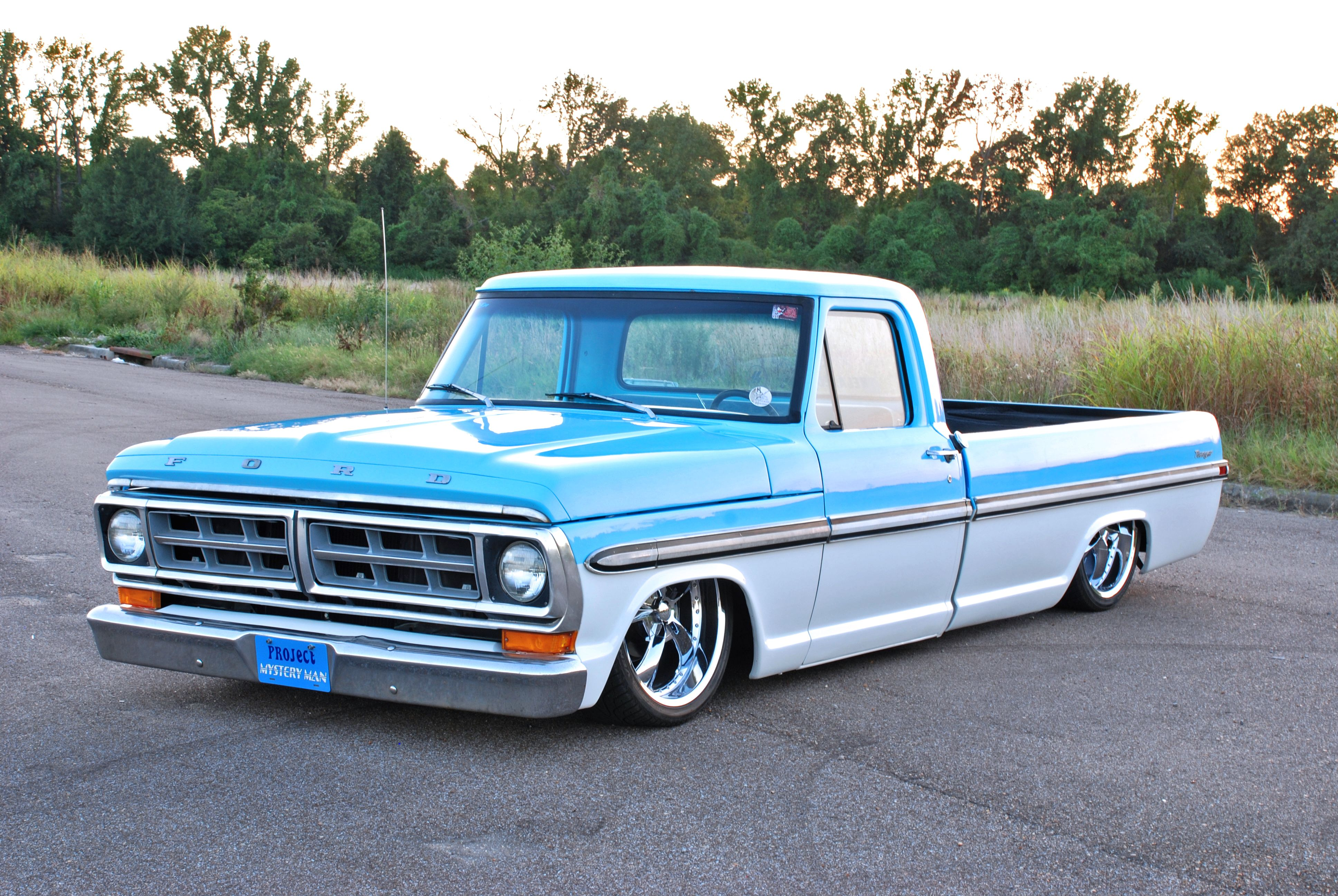 1972 F 100 Not A Fan Of Lowering Truck Howeverm This One Catches 1955 Ford F100 Project My Eye Because It Has The Same Color Scheme As Grandpas Old