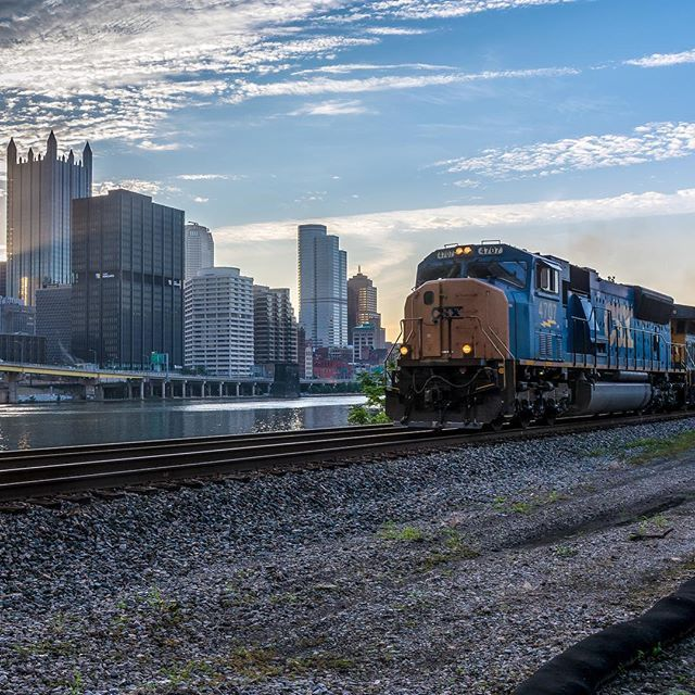 Train kept a rollin' #justus_trains . #steelcitygrammers #transfer_visions #tv_pointofview #pittsburghsmostdope #global_family #gf_daily #CPReaderArt #pittsburghinfocus #ig_northamerica #ig_pennsylvania #just_unitedstates #ig_unitedstates #Ig_All_Americas #igs_america #trains_worldwide #rsa_theyards #loves_world #tgif_features #ig_ikeda #usaprimeshot #weekly_feature #ig_shotz_july #All_My_Own #Rockin_Shotz #ig_photostars #igsccities #great_captures_city #Splendid_Urban by pengwinzer