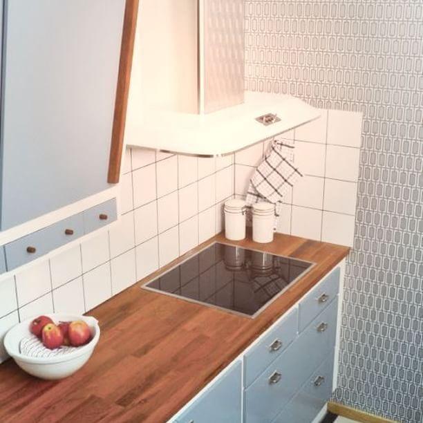 Franke Retro liesituuletin. Yhdistelemällä eri värisen tuulettimen sekä putken voit luoda haluamasi värikokonaisuuden, kuten esimerkiksi valkoinen tuuletin ja rst-putki. #franke #frankeretro #retro #kalustus #sisustus #keittiö #liesituuletin #yritysmyynti #tukkumyynti #seinajoki
