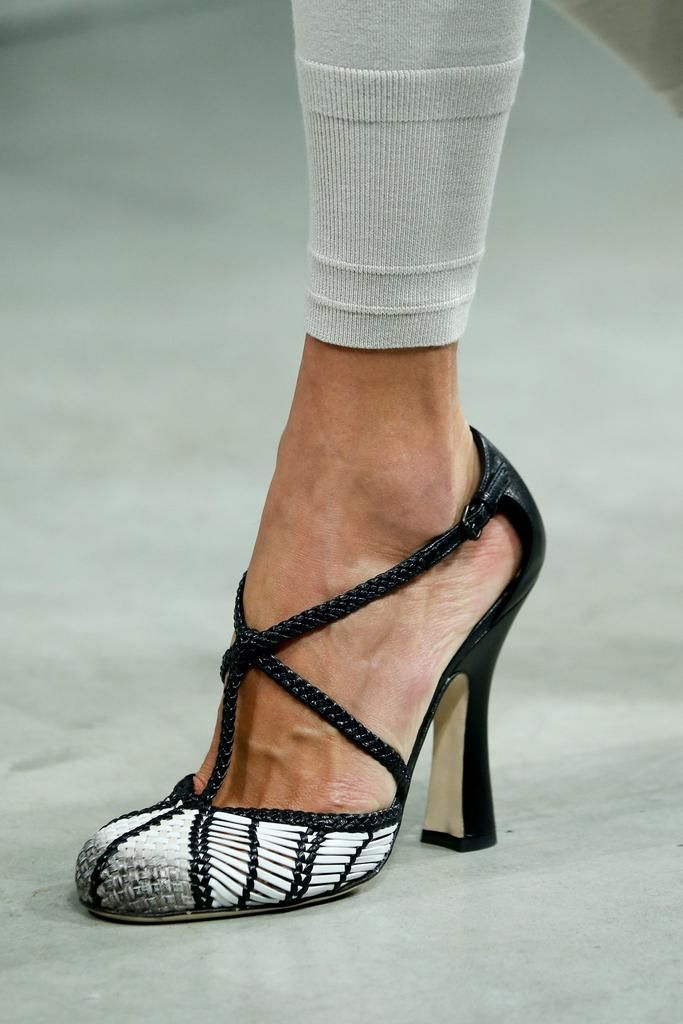 Bottega Veneta Spring 2015 Ready-to-Wear - Details - Gallery - Look 1 - Style.com