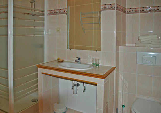 How to Remove Mold From Bathroom Sealant | Bathroom ...