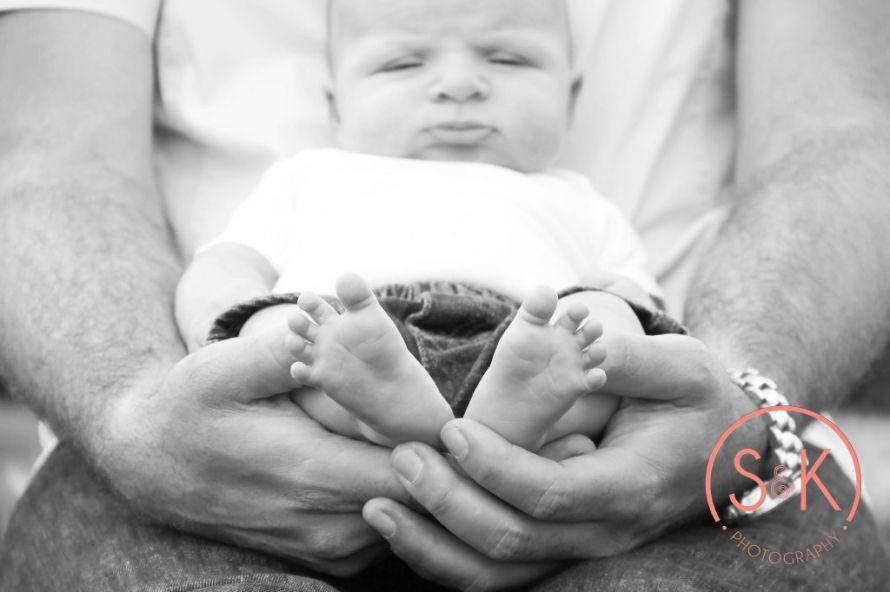 Newborn Photos  #samandkatephotography #newbornphotos #newborn #newbornpictures #daddyshands #littlefeet