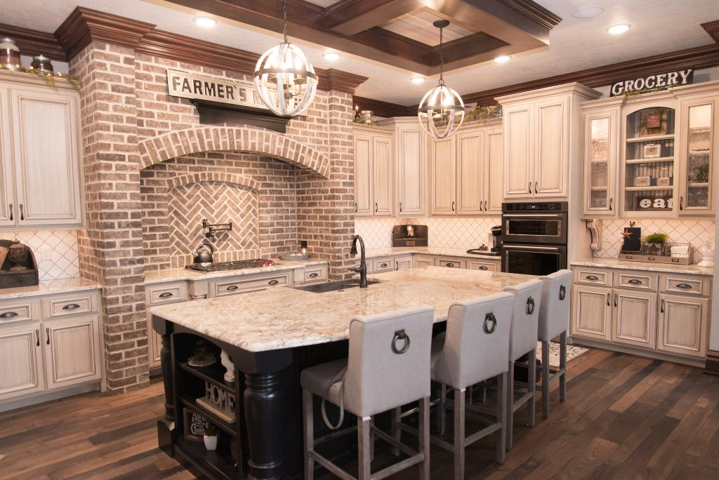 country kitchen backsplash arabesque